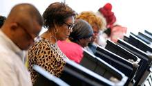 Voters cast their ballots during advance polling in Charlotte, N.C., on Oct. 20, 2016. (CHRIS KEANE/REUTERS)