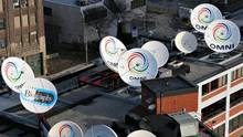 Satellite dishes on the roof of a Rogers building in Toronto. (Brian Kerrigan/The Globe and Mail)