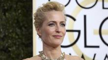 Actress Gillian Anderson arrives at the 74th Annual Golden Globe Awards in Beverly Hills, California, on Jan. 8, 2017. (MIKE BLAKE/REUTERS)