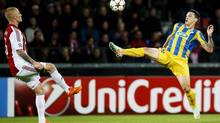 Aalborg BK's Rasmus Thelander, left, and Apoel FC's Tomas De Vincenti, right, vie for the ball during their Champions League play-off first leg soccer match at Aalborg Stadium, Denmark, Wedensday, Aug. 20, 2014. (Gregers Tycho/AP)