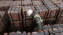 A port worker checks a shipment of copper that is to be exported to Asia in Valparaiso port, Chile Aug. 21, 2006. (© Rodrigo Garrido / Reuters/REUTERS)