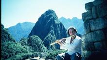 Paul Horn made recordings in several sacred settings including the Great Pyramid of Giza, the Temple of Heaven in Beijing and the Taj Mahal.