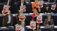 Members of the the Group of the Greens/European Free Alliance of the European Parliament hold leaflets with the slogan 'Stop Fracking' during a voting session at the European Parliament in Strasbourg, Nov. 21, 2012. (VINCENT KESSLER/REUTERS)