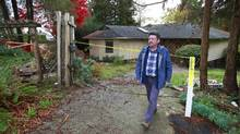 Lee Loftus, a former insulator who has asbestosis after years of exposure from working around asbestos, walks in front of a house set for demolition in Burnaby, B.C., on Sunday. Mr. Loftus says the demolition industry is struggling to find qualified contractors who understand the hazards involved in tearing down older homes. (Jeff Vinnick for The Globe and Mail)