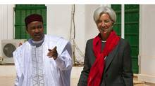 International Monetary Fund's managing director Christine Lagarde walks with Niger's President Mahamadou Issoufou in Niamey, Niger on Wednesday. (IMF/Getty Images)
