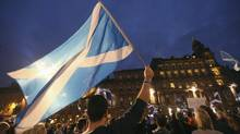 'Yes' campaigners holding Scottish Saltire flags gather for a rally in George Square, Glasgow, Scotland September 17, 2014. (© Paul Hackett / Reuters/Reuters)