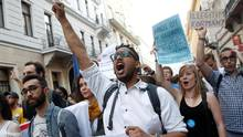 Students protest Prime Minister Viktor Orban's efforts to force a George Soros-founded university out of the country in Budapest, Hungary, on April 2, 2017. (BERNADETT SZABO/REUTERS)