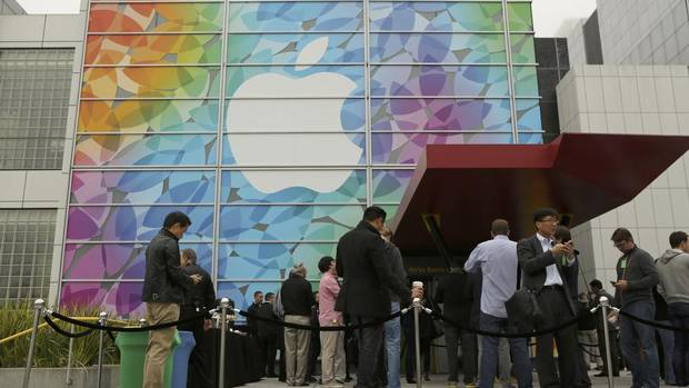 People line up for the Apple event at the Yerba Buena Center for the Arts Theater in San Francisco. (ROBERT GALBRAITH/REUTERS)