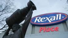 The statue of Edmonton Oilers Wayne Gretzky stands in front of the Rexall logo at Rexall Place in Edmonton on Thursday Dec. 13, 2007. (The Canadian Press)