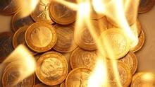 Euro coins in flames. REUTERS/Lisi Niesner (LISI NIESNER/REUTERS)
