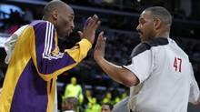 Los Angeles Lakers Kobe Bryant (L) argues with a referee after getting a technical foul during their NBA basketball game against the San Antonio Spurs in Los Angeles, California, April 12, 2011. (LUCY NICHOLSON)