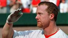 St. Louis Cardinals slugger Mark McGwire salutes the crowd after he hit his 70th home run off of Montreal Expos pitcher Carl Pavano during the seventh inning of their game September 27, 1998. (Mike Theiler)