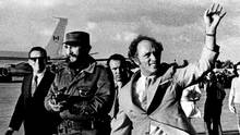 Prime Minister Pierre Trudeau and Commander-in-chief Fidel Castro wave to a Cuban crowd that greeted the Prime Minister of Canada. Trudeau arrived in Cuba Jan. 26, 1976 for a three day visit. (FRED CHARTRAND/THE CANADIAN PRESS)