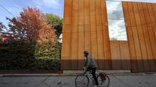 The west-facing window blurs the line between home and sky at the home that Steve Bugler built at 783 Dupont St., Toronto. (Fred Lum/Fred Lum/The Globe and Mail)