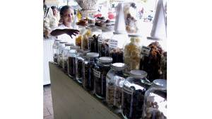 A homemade-candy stall at Portal de los Dulces