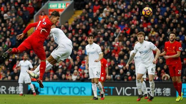 Liverpool's Roberto Firmino scores their first goal against Swansea City on Jan. 21, 2017. (Phil Noble Livepic/Reuters)