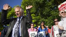BCTF President Jim Iker talks with teachers on the picket line at Delta Secondary School in Ladner on Monday. (John Lehmann/The Globe and Mail)