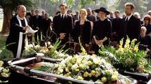 Starting Thrusday night HBO Canada is airing Six Feet Under from its beginning. The seriers opens with the death of the Fisher family patriarch. (TRACY BENNETT/ASSOCIATED PRESS)