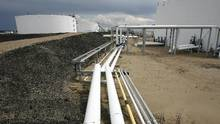 The oil pipeline and tank storage facilities at the Husky Energy oil terminal in Hardisty, Alta., June 20, 2007. (Larry MacDougal/CP)