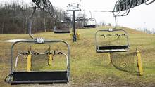 Chairlifts remain idle at the Glen Eden ski hill in Milton, Ont., on Dec 22, 2015. (Nathan Denette/THE CANADIAN PRESS)