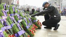 A veteran kneels after laying a wreath at the National War Memorial during Remembrance Day ceremonies in Ottawa November 11, 2012. (PATRICK DOYLE/REUTERS)