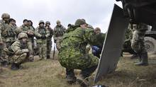 A Canadian soldier explains a tactical scenario to Ukrainian soldiers at the International Peacekeeping and Security Centre in Starychi, Ukraine during Operation UNIFIER on November 25, 2015. (DND/Joint Task Force Ukraine)