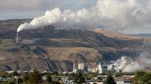The smokestack from the Domtar pulp mill in Kamloops B.C. (Jacques Boissinot)