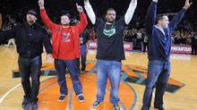 New York Yankees players (L-R) Alex Rodriguez, Joba Chamberlain, C. C. Sabathia and Mark Teixeira wave to the crowd as they are introduced in the first quarter of the New York Knicks NBA basketball game with the Cleveland Cavaliers at Madison Square Garden in New York, November 6, 2009. REUTERS/Ray Stubblebine (RAY STUBBLEBINE)