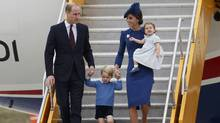 Britain's Prince William (L), Catherine, Duchess of Cambridge, Prince George (2nd L) and Princess Charlotte arrive at the Victoria International Airport for the start of their eight day royal tour to Canada in Victoria, British Columbia, Canada, September 24, 2016. (CHRIS WATTIE/REUTERS)