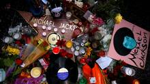 Fans make a shrine for the late pop star Michael Jackson on his star on the Hollywood Walk of Fame in Los Angeles, California. (LUCY NICHOLSON/LUCY NICHOLSON/REUTERS)