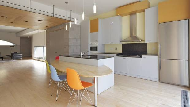 Inside an industrial designer 39 s award winning toronto home for 200 sq ft deck