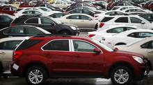 Newly built cars sit in a shipping lot near General Motors Car assembly plant in Oshawa. (© Mark Blinch / Reuters/REUTERS)