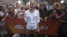 Singer Miley Cyrus poses with fans before her show on NBC's 'Today' show in New York, October 7, 2013 (CARLO ALLEGRI/REUTERS)